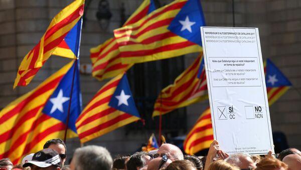 Manifestación a favor del referéndum en Cataluña - Sputnik Mundo