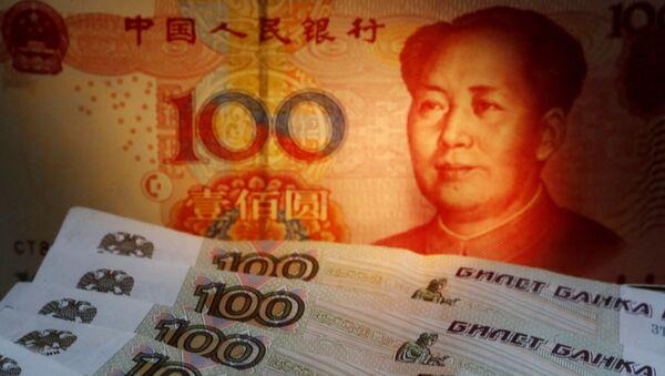Rublos y yuanes (monedas rusas y chinas, respectivamente) - Sputnik Mundo