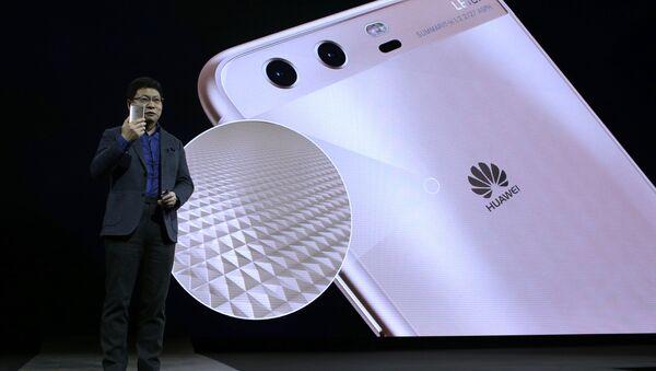 Director ejecutivo de Huawei, Richard Yu, durante una presentación - Sputnik Mundo