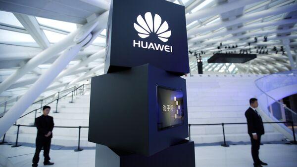 El logo de la empresa china Huawei - Sputnik Mundo