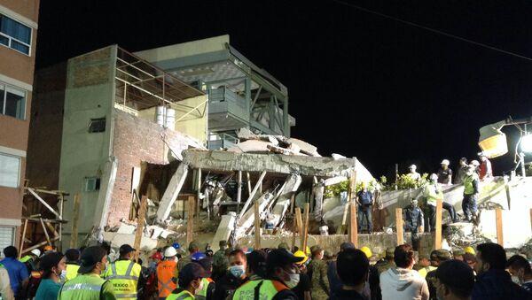 El colegio Rébsamen, destruido por el terremoto en Ciudad de México - Sputnik Mundo