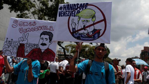 Los partidarios del presidente de venezuela, Nicolás Maduro - Sputnik Mundo