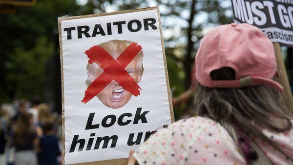 Акция протеста против Трампа в США - Sputnik Mundo