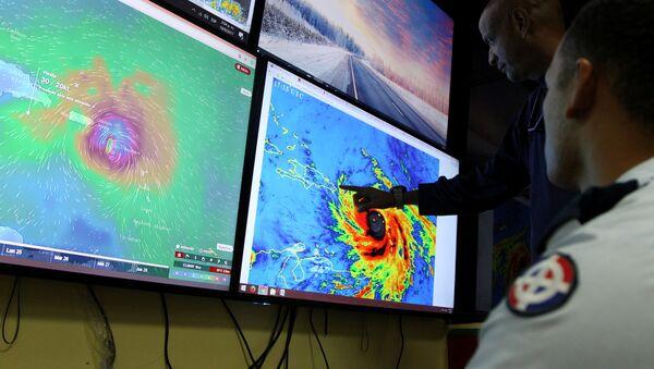 El Centro de Operaciones de Emergencias monitorean el huracán María, República Dominicana - Sputnik Mundo