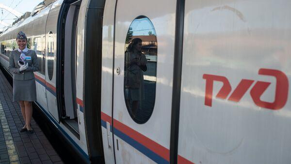 Un tren de la empresa estatal Ferrocarriles de Rusia (RZD) - Sputnik Mundo