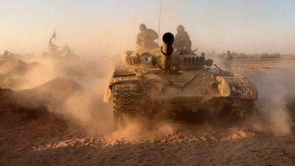Tanques sirios en Deir Ezzor - Sputnik Mundo
