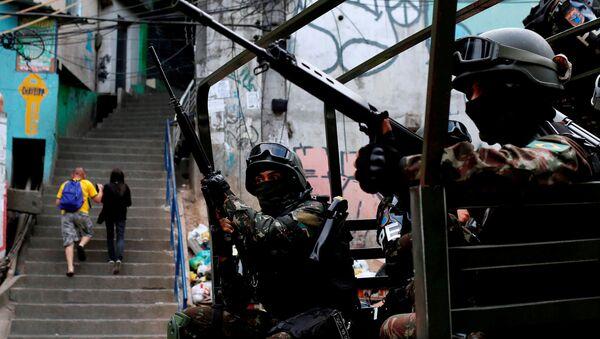 Fuerzas Armadas de Brasil en la favela Rocinha de Río de Janeiro - Sputnik Mundo