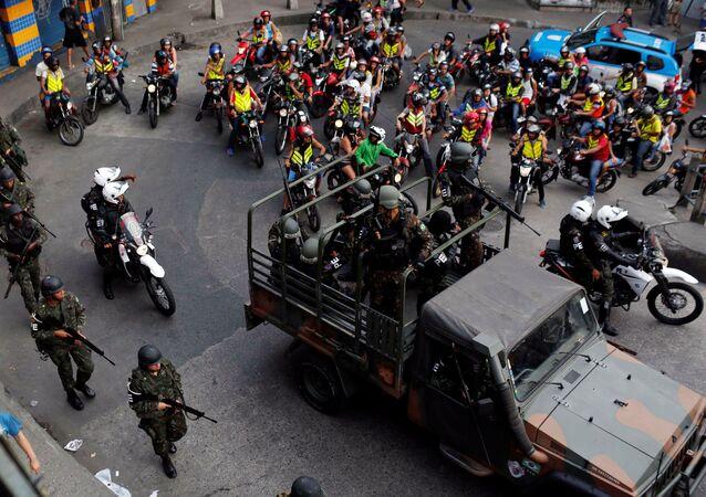 Fuerzas Armadas se posicionan en Rocinha