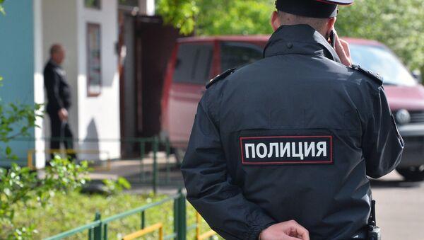 Un agente de policía - Sputnik Mundo
