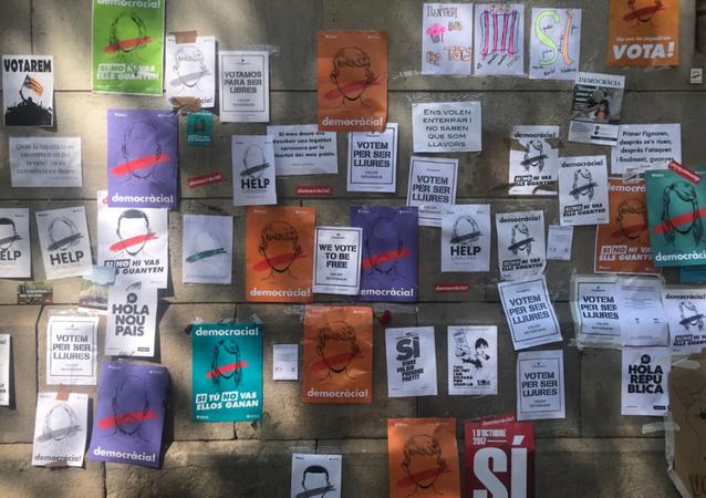 Carteles a favor de la celebración del referéndum catalán