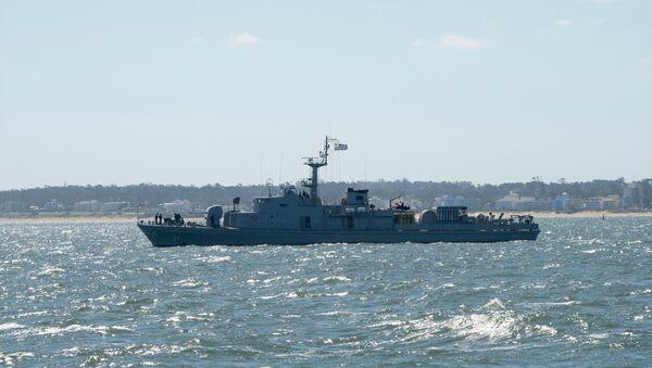 Buque de la armada uruguaya recibe a los competidores de la regata Clipper en Punta del Este, Uruguay - Sputnik Mundo