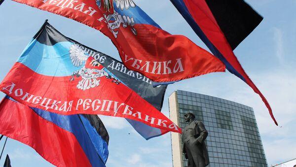 Las banderas de la autoproclamada República Popular de Donetsk - Sputnik Mundo
