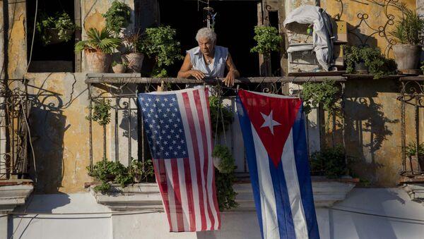 Las banderas de EEUU y Cuba (archivo) - Sputnik Mundo