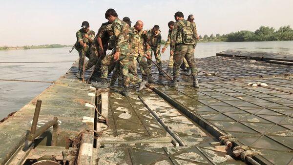 Syrian Army crosses Euphrates River east of Deir ez-Zor - Sputnik Mundo
