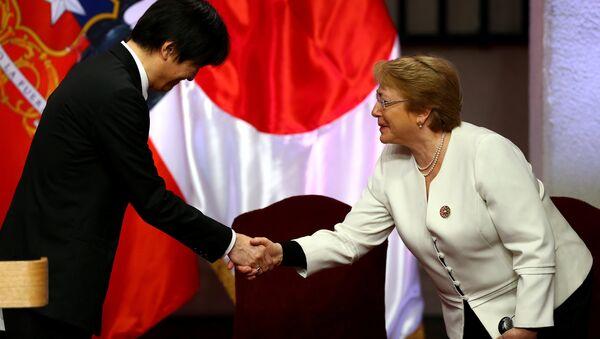 La presidenta de Chile, Michelle Bachelet, y el príncipe Akishino de Japón - Sputnik Mundo