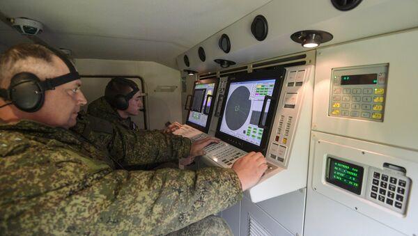 Учения подразделений зенитного ракетного полка в Московской области - Sputnik Mundo
