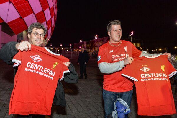 Cálida bienvenida rusa en los partidos de la Liga de Campeones en Moscú - Sputnik Mundo