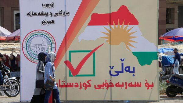 Un cartel con la fecha del referéndum en el Kurdistán iraquí - Sputnik Mundo