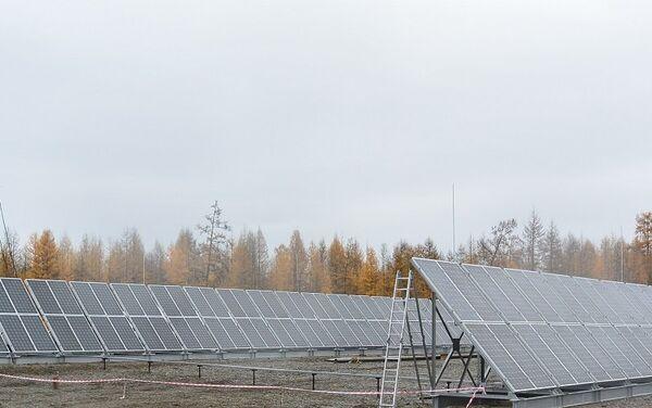 Una central solar en la aldea de Orto-Balagan, en la república de Yakutia - Sputnik Mundo