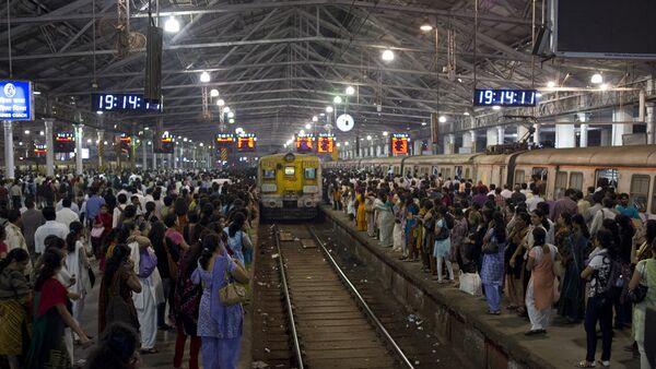 Estación ferroviaria en Bombay, la India (imagen referencial) - Sputnik Mundo