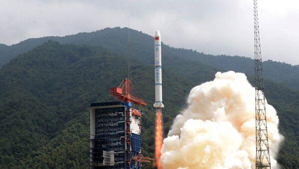 Lanzamiento del cohete chino Larga Marcha 2C - Sputnik Mundo
