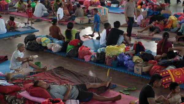 Personas evacuadas en Bali - Sputnik Mundo