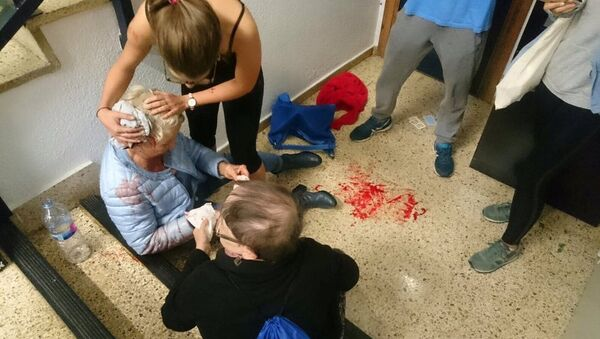 Una mujer herida en Barcelona durante referéndum catalán - Sputnik Mundo
