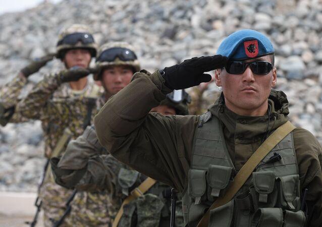 Militares de Kirguistán