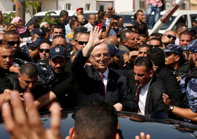 Rami Hamdallah, primer ministro de Palestina, llega a la Franja de Gaza