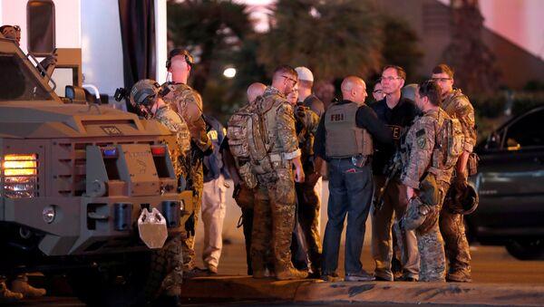 Agentes de FBI cerca del lugar de tiroteo en Las Vegas, EEUU - Sputnik Mundo
