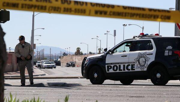 Policía en el lugar del tiroteo en Las Vegas, EEUU - Sputnik Mundo