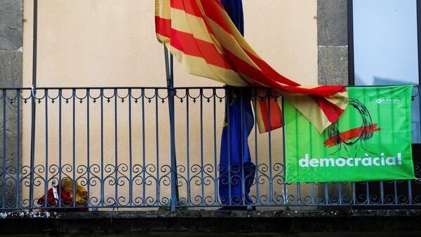 Las banderas de Cataluña y la UE - Sputnik Mundo
