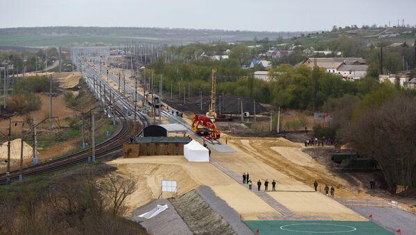 Las obras de construcción del tramo de ferrocarril en Rusia independiente de las infraestructuras ucranianas (archivo) - Sputnik Mundo