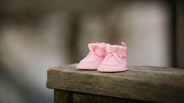 Zapatos de bebé (imagen referencial) - Sputnik Mundo