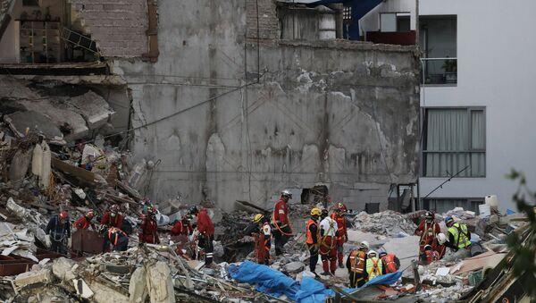 Grupo de rescatistas en la Ciudad de México tras el terremoto - Sputnik Mundo