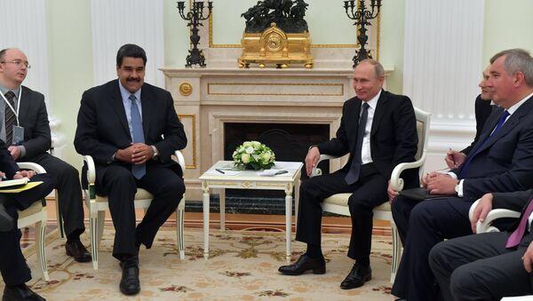 Nicolás Maduro, presidente de Venezuela y Vladímir Putin, durante su reunión en Moscú, Rusia - Sputnik Mundo
