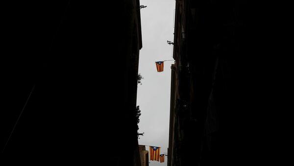Las banderas de Cataluña en los edificios - Sputnik Mundo
