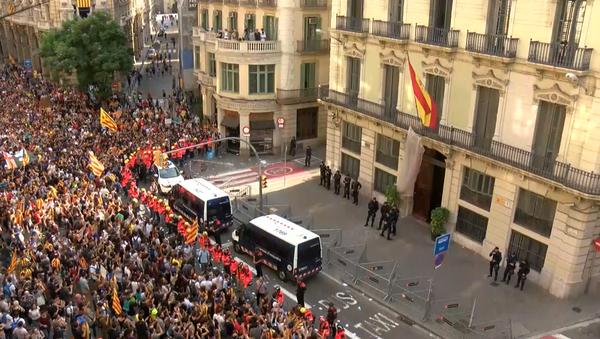 Consecuencias del 1-O: manifestaciones contra la violencia policial en Cataluña - Sputnik Mundo