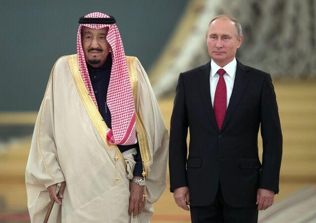 El rey de Arabia Saudí, Salman bin Abdulaziz Saud, y el presidente de Rusia, Vladímir Putin (archivo)