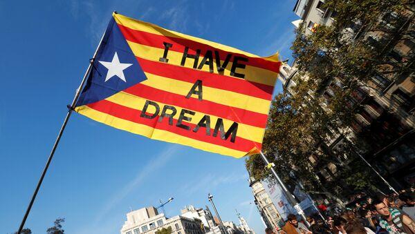 La bandera de Cataluña con las palabras de  Martin Luther King Jr Yo tengo un sueño - Sputnik Mundo