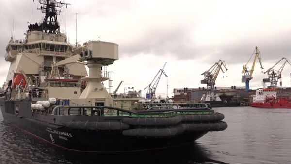 El novedoso rompehielos Ilia Muromets zarpa para participar en las pruebas - Sputnik Mundo