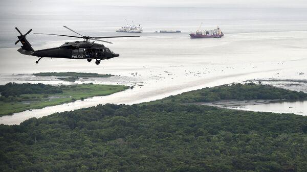 Un helicóptero de la policía antidrogas de Colombia - Sputnik Mundo