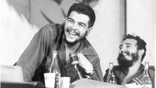 El Che Guevara y Fidel Castro - Sputnik Mundo