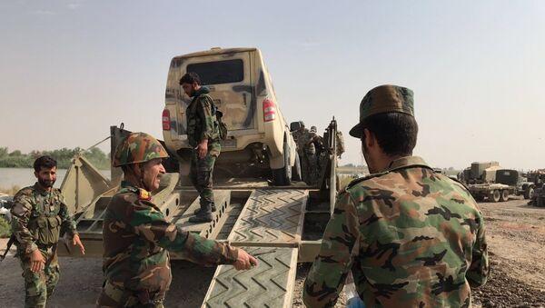 Сирийская армия форсировала реку Ефрат в районе Дейр-эз-Зора - Sputnik Mundo