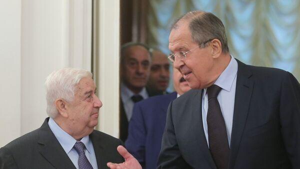 Ministro de Exteriores de Siria, Walid Mualem y canciller de Rusia, Serguéi Lavrov - Sputnik Mundo
