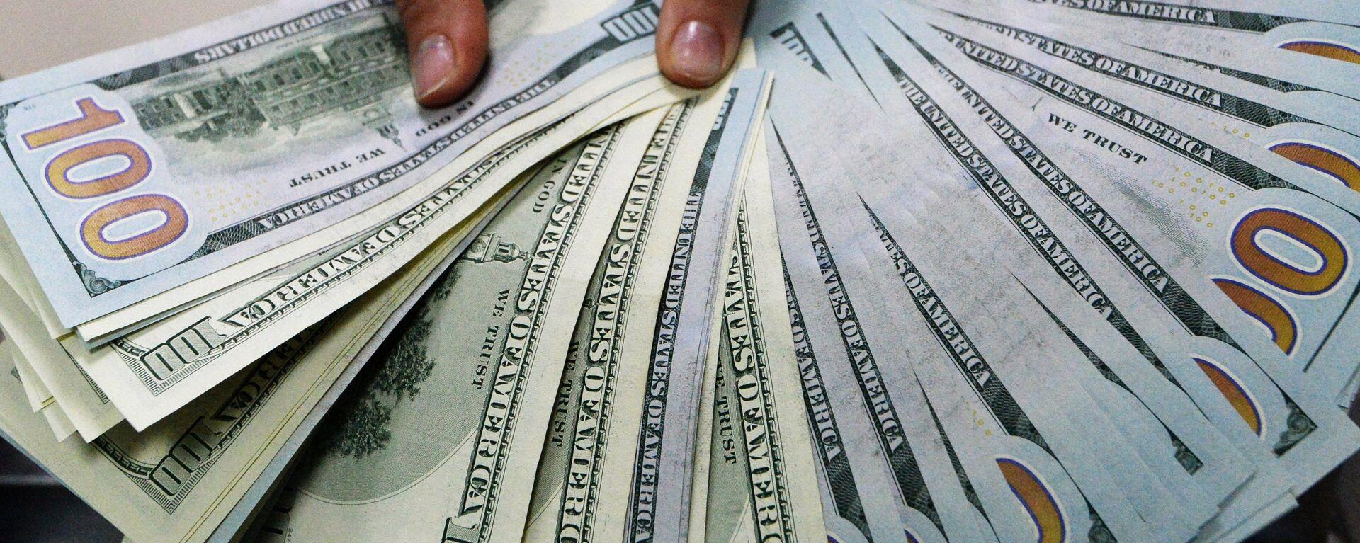 Billetes de 100 dólares (imagen referencial) - Sputnik Mundo, 1920, 09.07.2021