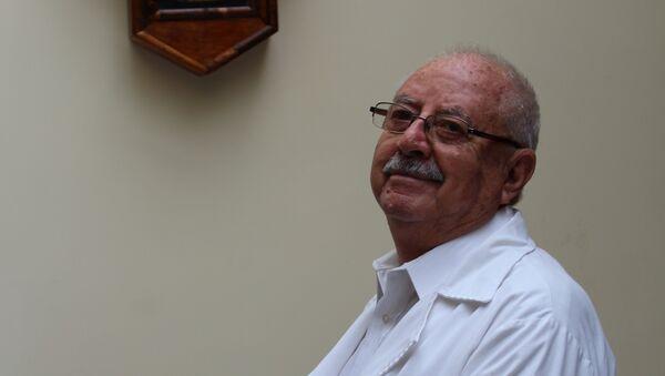Moisés Abraham Baptista, médico boliviano - Sputnik Mundo