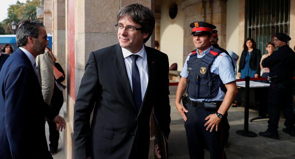 El presidente de Cataluña, Carles Puigdemont, llega al Parlamento Catalán