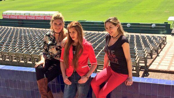 Las periodistas deportivas Daiana Abracinskas, Antonela Lima y Karen Todoroff - Sputnik Mundo