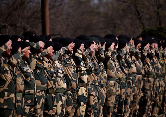 Soldados de las Fuerzas de Seguridad de las Fronteras de la India